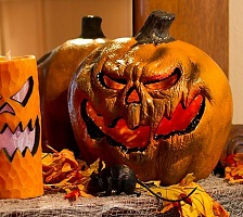 Halloween Pumpkins & Jack O Lantern Decorations